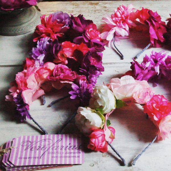 vinchas-decoradas-con-flores-hippies