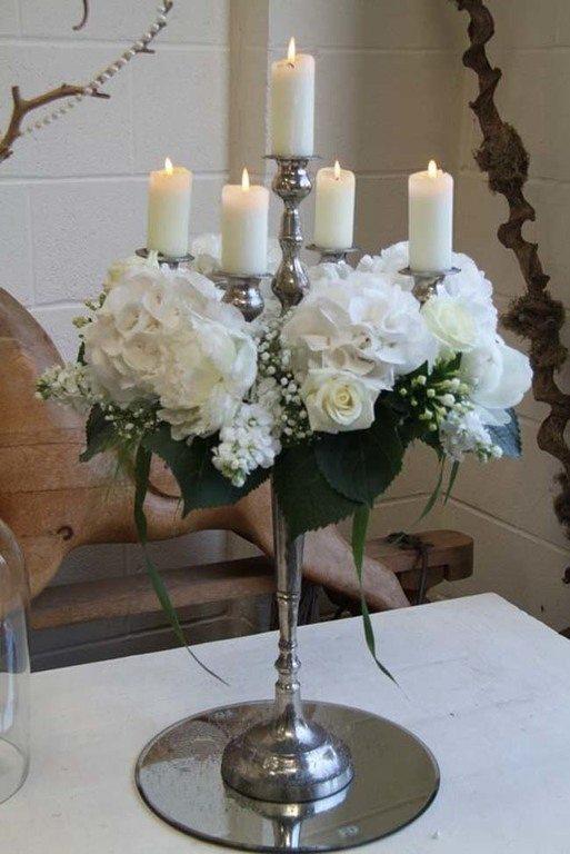 como-decorar-candelabros-con-flores
