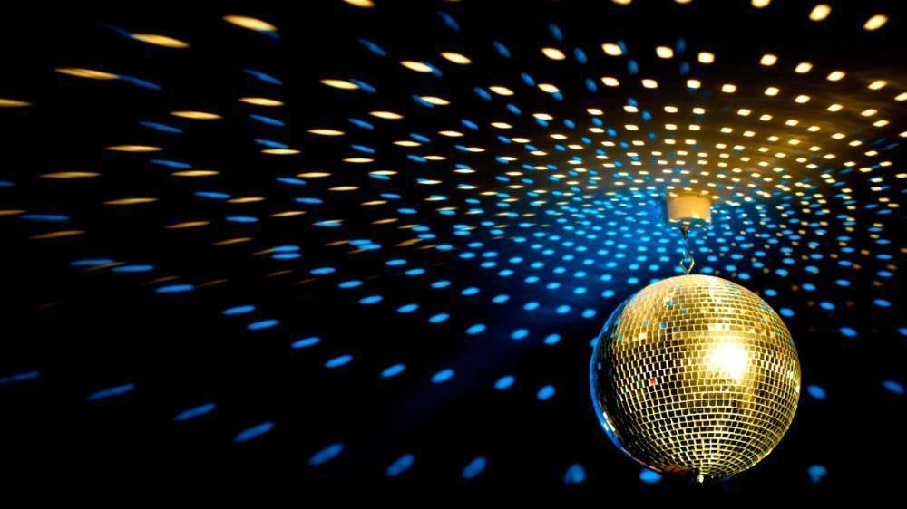 Resultado de imagen de bola de espejitos de discoteca