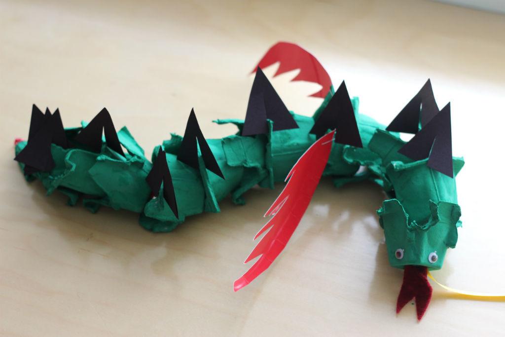 Cómo-hacer-animales-con-cajas-de-huevos-Dragón