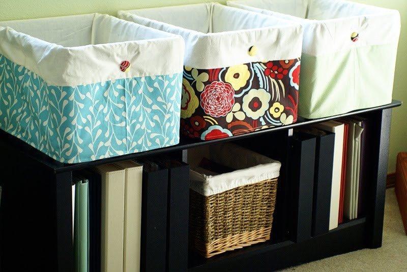 como-decorar-las-cajas-de-carton-cajas-sobre-mueble-negro