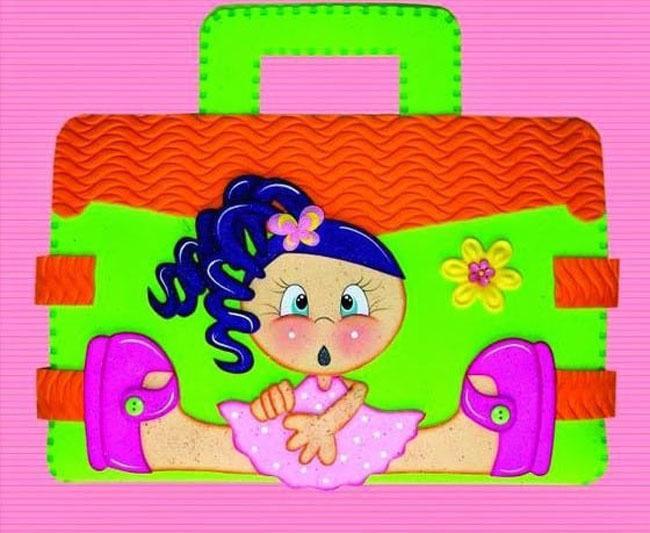 Cómo-hacer-una-carpeta-con-foami-muñeca