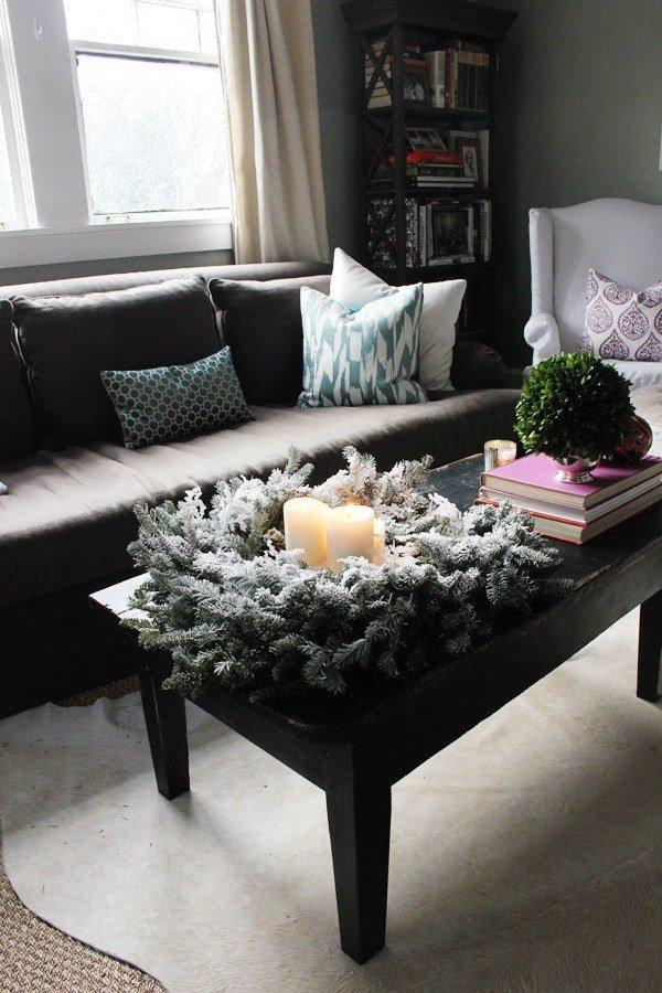 Mesa auxiliar decorada para Navidad