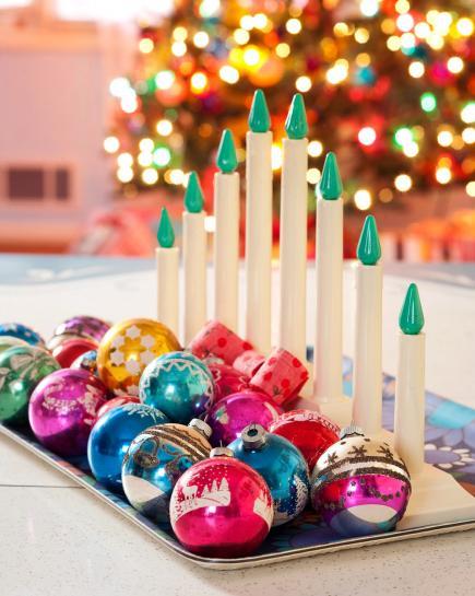 Centro de mesa con bolas y velas
