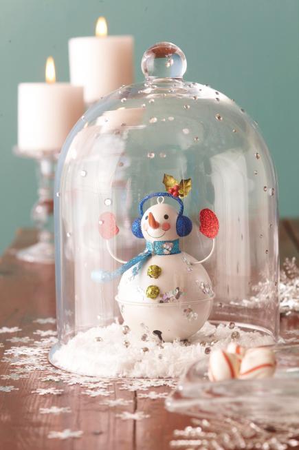 Centro de mesa con bola de muñeco de nieve
