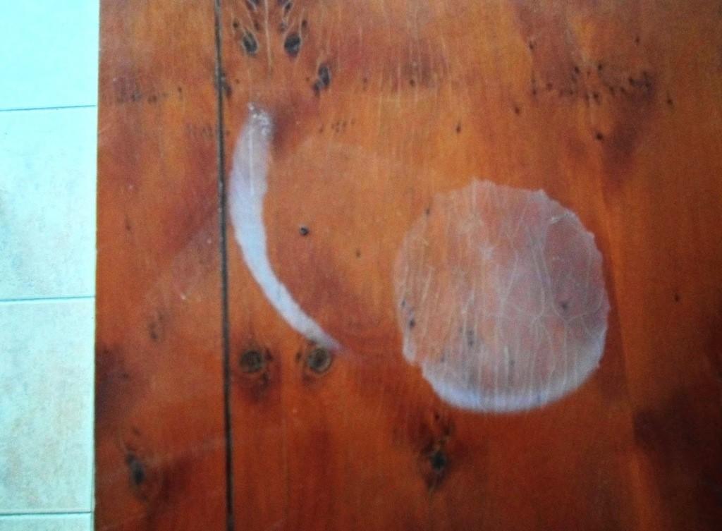 Cómo-quitar-manchas-en-muebles-de-madera