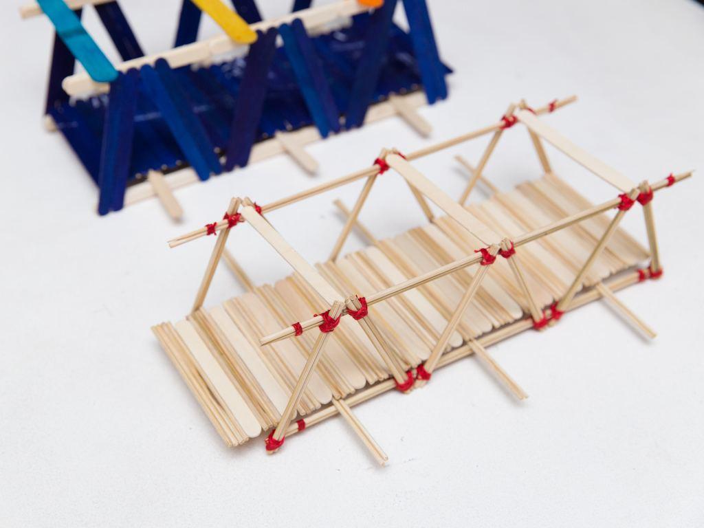 Cómo-construir-un-puente-de-madera-maqueta-de-pinchos-brocheta