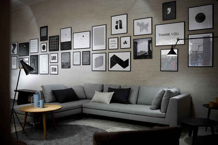 como-decorar-una-pared-con-fotos-salon-contemporaneo