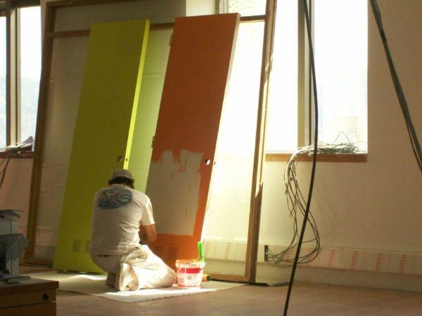 C mo pintar una puerta paso a paso materiales y consejos - Como pintar una puerta de madera con brocha ...