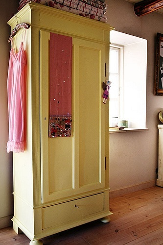 Como pintar un mueble barnizado hacer bricolaje es - Como hacer un mueble para tv ...