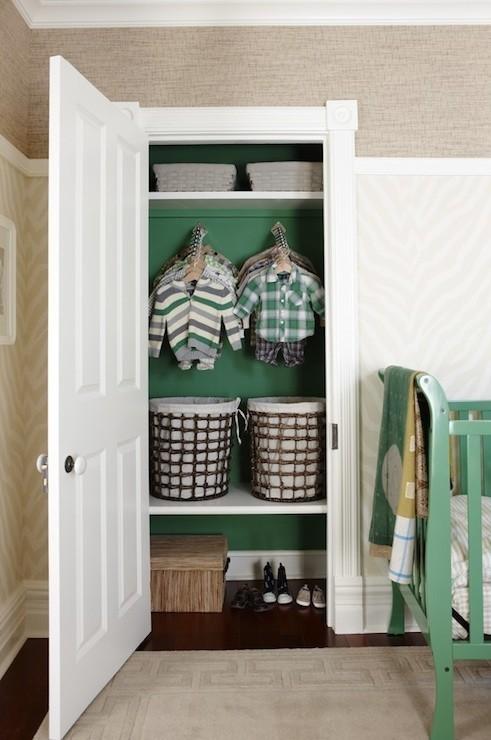 C mo pintar un mueble pintar un armario - Como forrar un armario por dentro ...