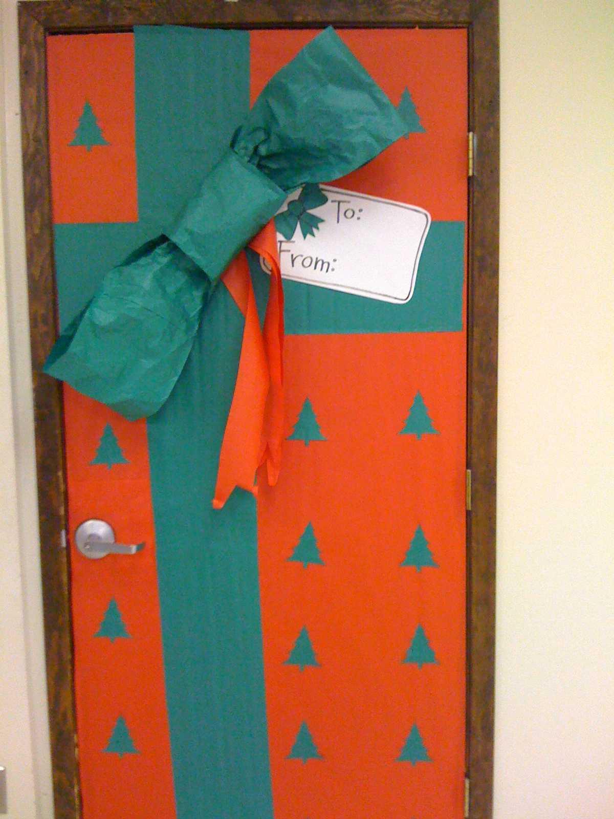 regalo gigante para decorar puerta navideña