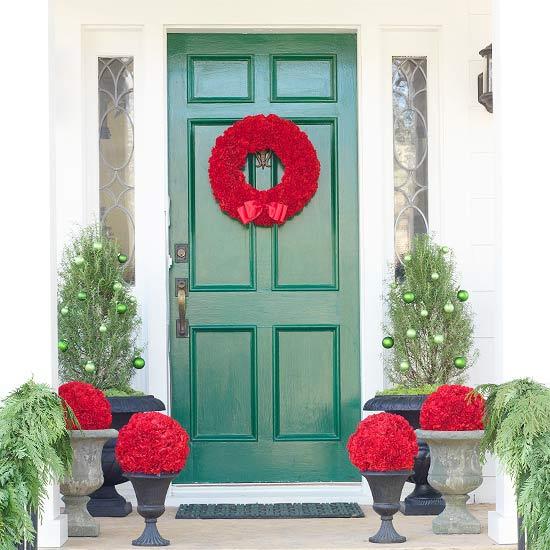puerta navideña corona roja