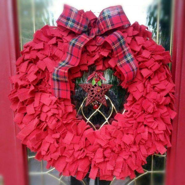 corona roja navideña tela reciclada