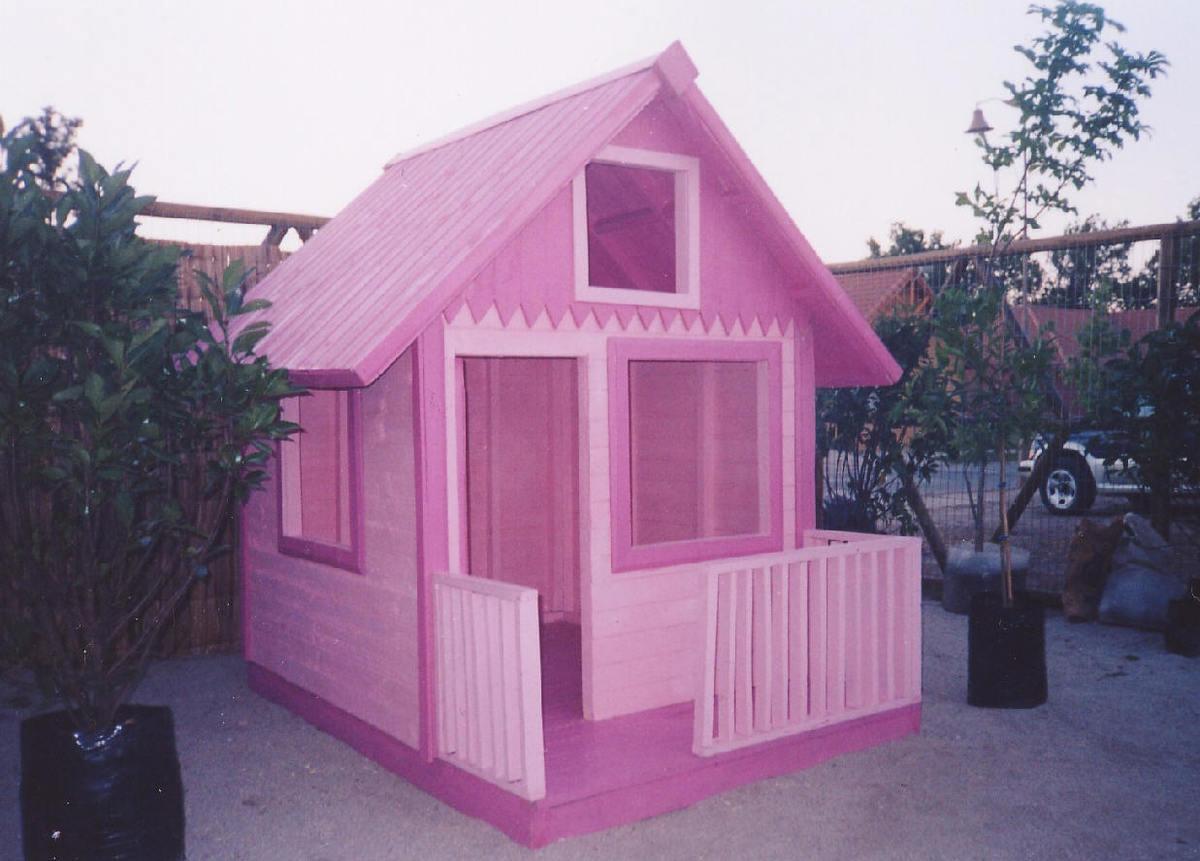 C mo puedes hacer una casa de mu ecas por muy poco dinero for Casas de juguete para jardin