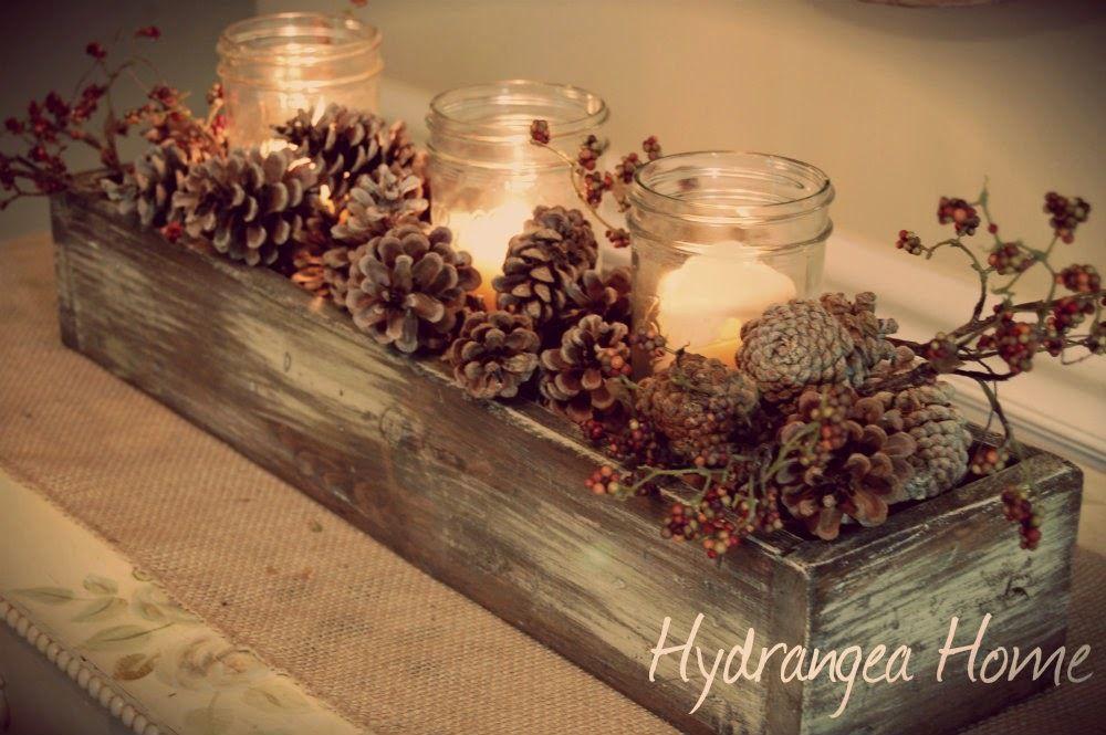 Adornos-con-piñas-secas-Centros-de-mesa-jardinera-llena-de-piñas-y-velas