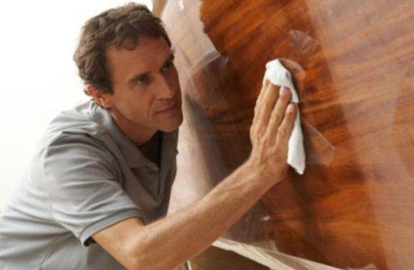 C mo limpiar la madera - Limpiar madera barnizada ...