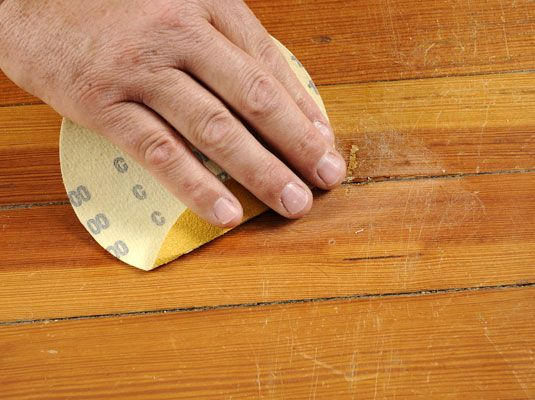 C mo reparar rayaduras y golpes en muebles de madera - Masilla para reparar madera ...
