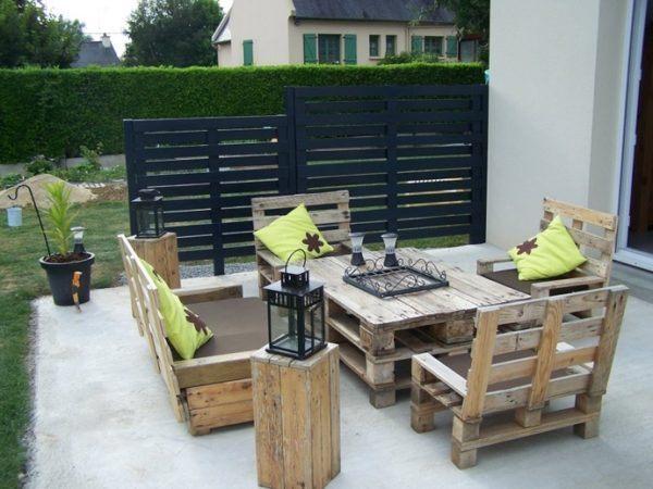 bricolaje-con-palets-mesa-de-terraza-con-sillones