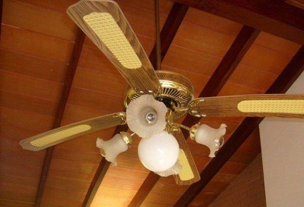 como-mantener-la-casa-caliente-en-invierno-utiliza-el-ventilador-de-techo