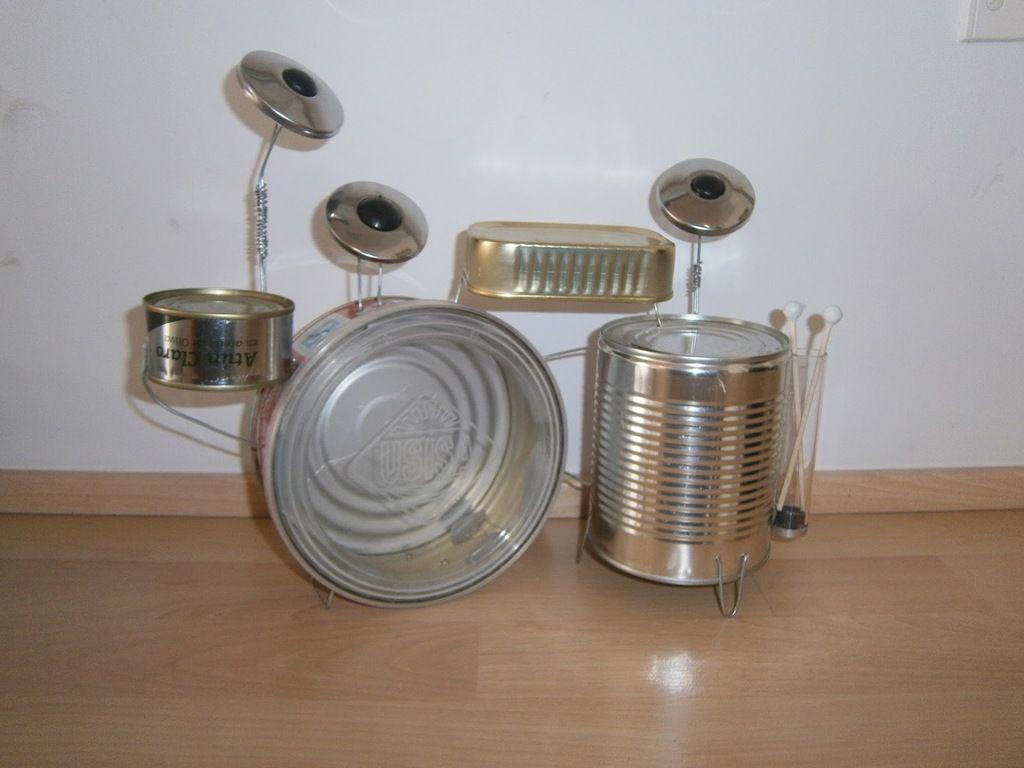 Instrumentos-con-materiales-reciclados-batería