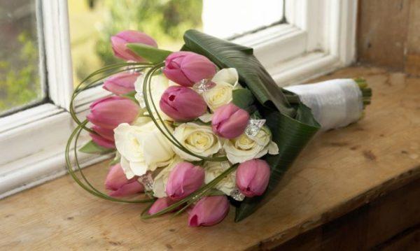 como-hacer-un-buen-ramo-de-flores-frescas-para-san-valentin-2016-tulipanes