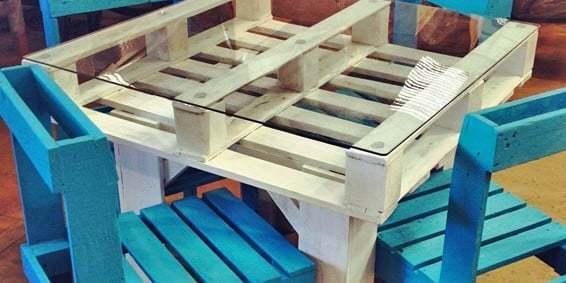 Muebles con palets mesas sof s camas estanter as y for Piscinas con patas