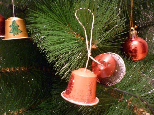 adornos-de-navidad-reciclados-con-capsulas-de-cafe