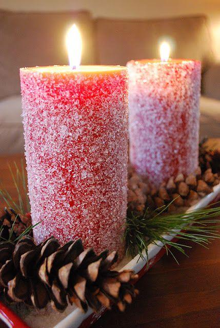 Centro con velas rojas nevadas