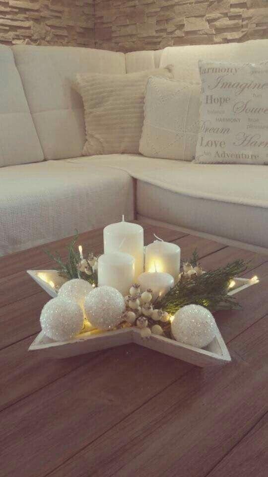 Estrella llena de velas y bolas de Navidad