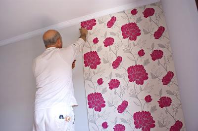C mo empapelar una pared paso a paso for Precio de papel para empapelar paredes