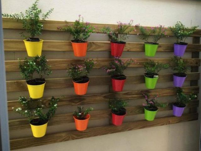 Formas de decorar con plantas palets macetas for Formas para decorar una casa
