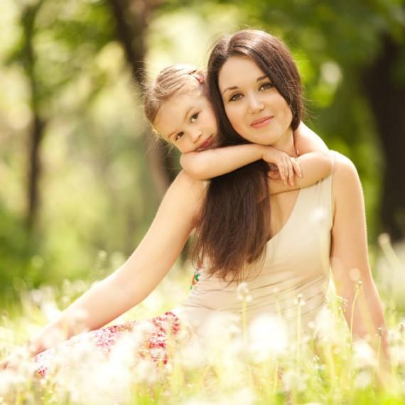 manualidades-para-el-dia-de-la-madre-con-materiales-reciclados-madre-e-hija