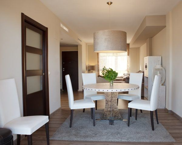 interiores-color-beige-mesa-redonda