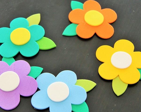 Cmo hacer Flores de Goma Eva Paso a paso Bricolaje10com