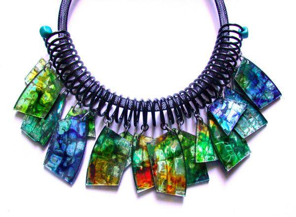 como-hacer-collares-con-materialreciclado-plastico-colores