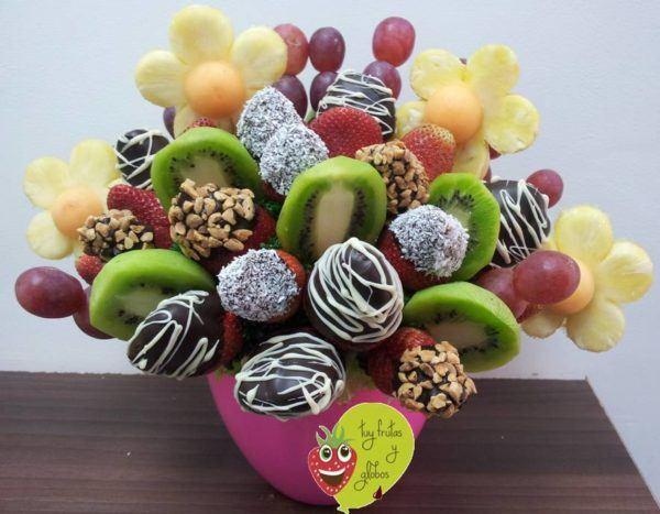 centro-de-mesa-para-un-baby-shower-flores-frutas