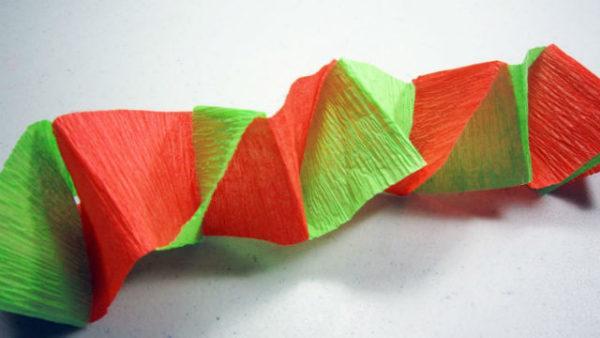como hacer guirnaldas de papel crepe retorcidas - Hacer Guirnaldas