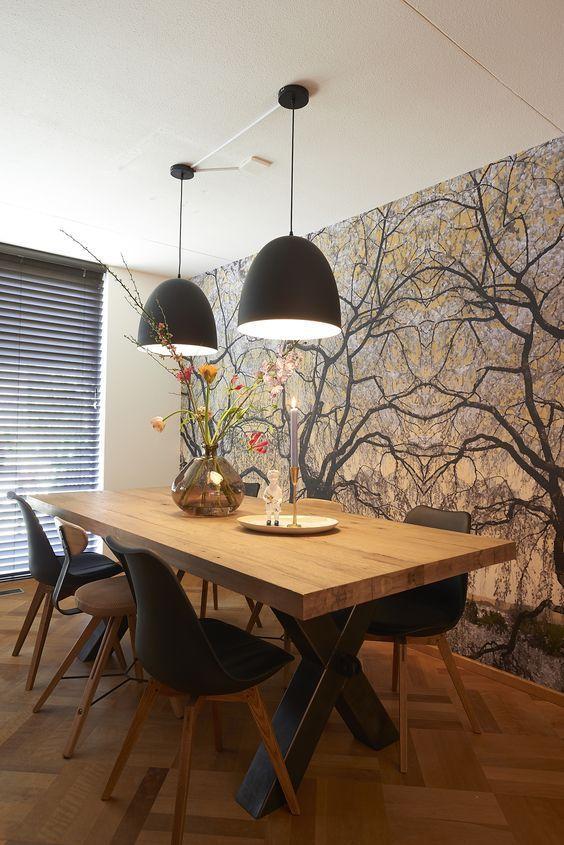 Mesa de Madera | Ideas para Decorar mesas de madera lámpara baja y plantas altas