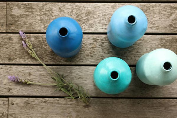 Pintar botellas color azul