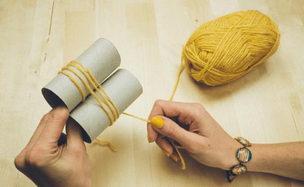C mo hacer pompones de lana - Como hacer borlas de hilo ...