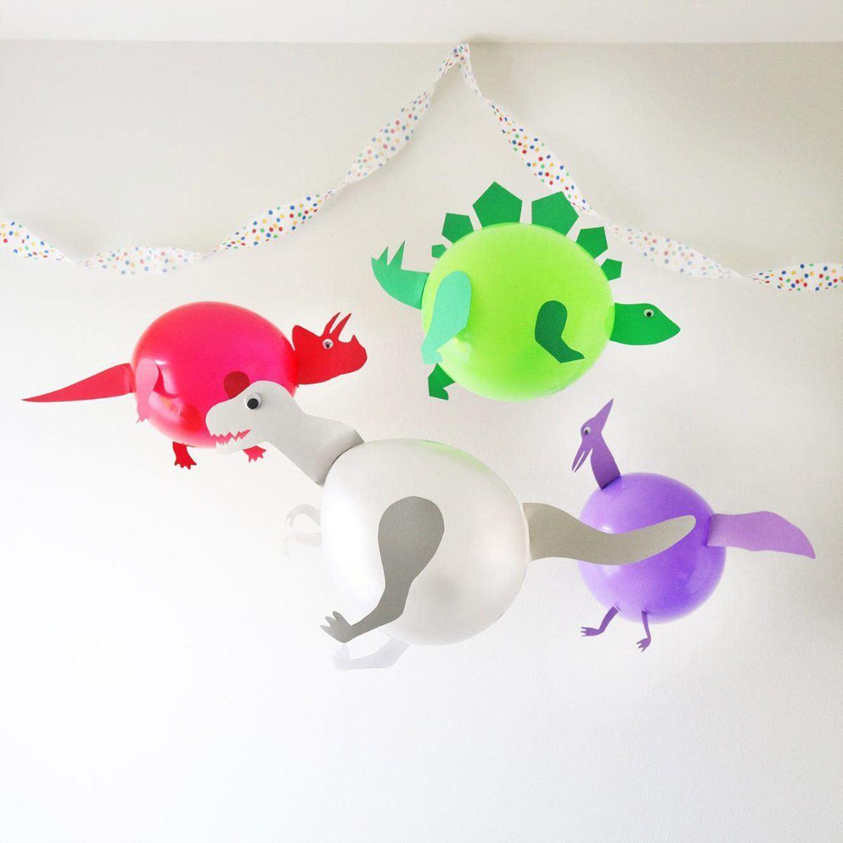 Cómo decorar fiestas infantiles con materiales reciclados dinos
