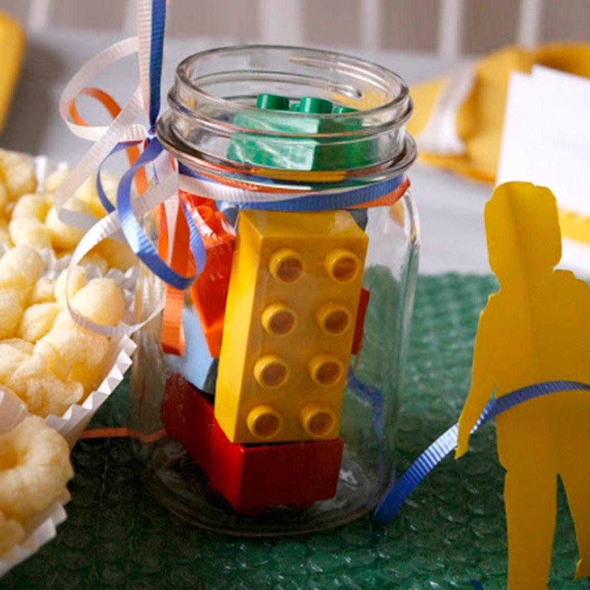 Cómo decorar fiestas infantiles con materiales reciclados Lego