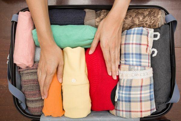 Como hacer una maleta colocando verano