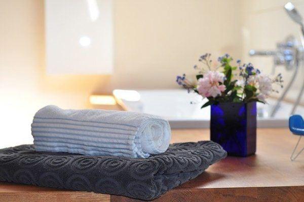 Ideas para decorar baños modernos y pequeños en pisos ...