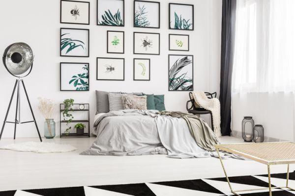 decorar-una-pared-con-fotos-bienestar-istock