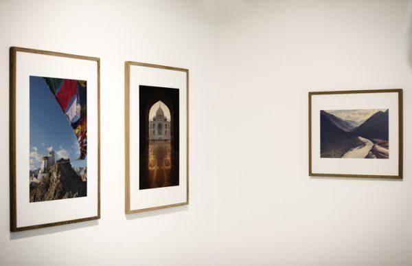 decorar-una-pared-con-fotos-marcos-istock