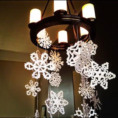 Cómo hacer un copo de nieve de papel para la decoración en Navidad colgado