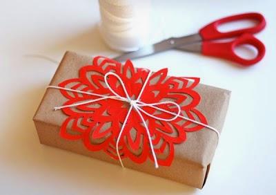 Cómo hacer un copo de nieve de papel para la decoración en Navidad adorno