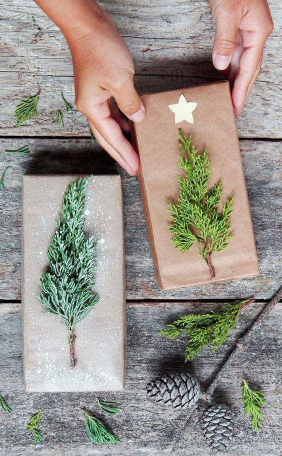 Cómo envolver regalos de Navidad caja pino